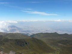 Tiefblick_Quito_vom_Pichincha.jpg