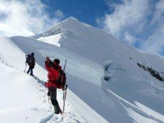 Aufstieg_Vallunaraju_Cordillera_Blanca.jpg